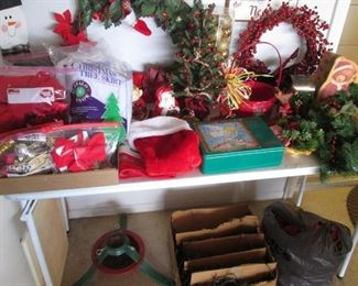 Wreaths, Tree Stand & Holiday Accessories