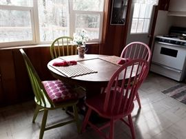 Round Oak Antique Table 4 Painted Chairs