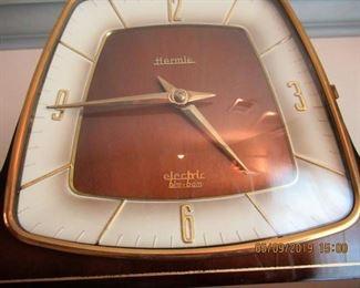 Hermie battery operated bim bam mantle clock