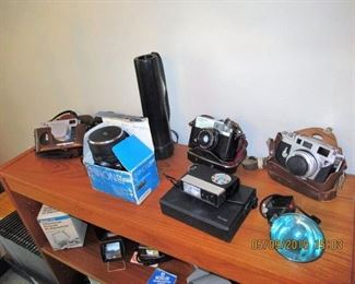 CAMERAS AND PHOTOGRAPHY EQUIPMENT AND BOOKS
