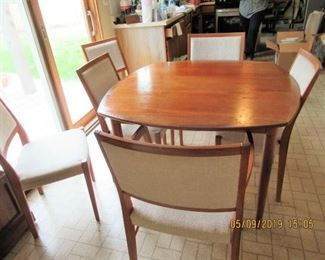 OVERVIEW OF SVEGARD TABLE AND CHAIRS