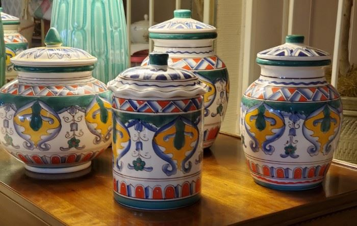 4 Piece Set Of Assorted Ginger Jars