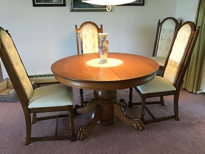 """45"""" round oak table,with 1 leaf"""