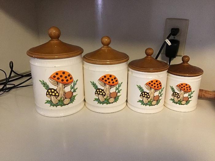 1960s mushroom canister set,no chips