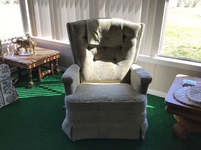 2 matching recliners