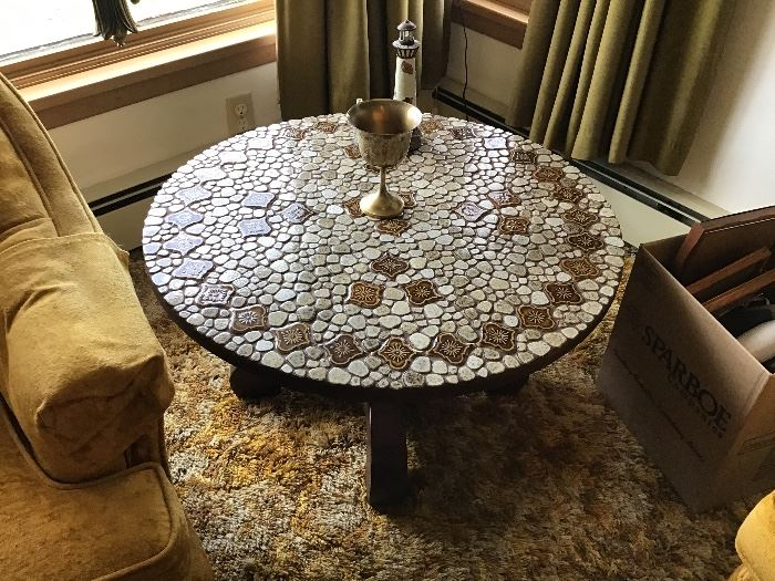 Mosaic tile round table,great condition