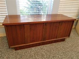 mid century Lane cedar chest