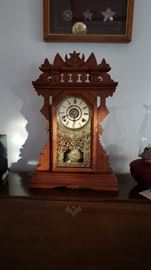 Working mantle clock, great condition