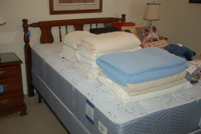 Queen sized bed Park Place  mattress