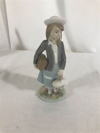 Lladro Boy Spain Daisa 1983 https://ctbids.com/#!/description/share/137294