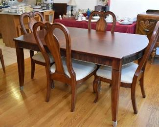 ART VAN DINING TABLE W/1 LEAF & 4 CHAIRS