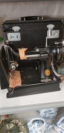 Working Singer Featherweight Sewing Machine