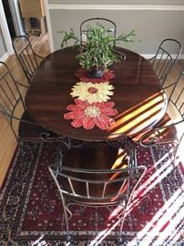 Beautiful kitchen table with 6 accompanying chairs
