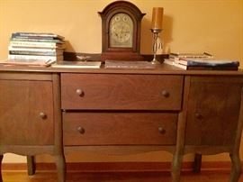 Antique chest of drawers/dresser