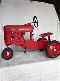 IH International Farmall Model 400 pedal tractor