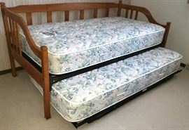 Trundle bed with super clean Sealy Back Saver mattresses
