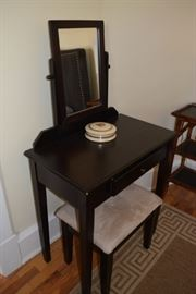 Expresso vanity and stool