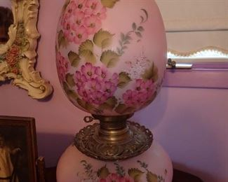 Antique lamp lights top and bottom / Antique table / Antique picture frames