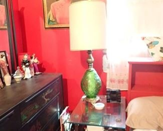 VINTAGE LAMP / END TABLE / PORTRAT