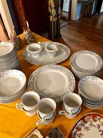 This is the dinnerware service for 6