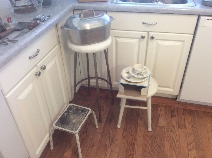 Vintage stools, Wagner wear large cook pot. (Damage on the handle )
