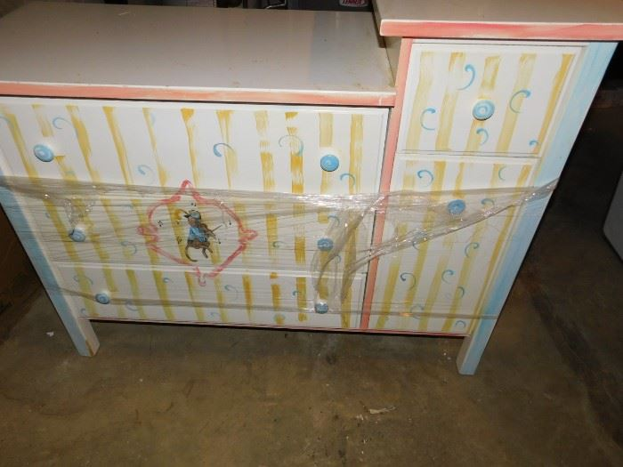 Child's changing station/dresser