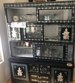 https://www.grasons.com/wp-content/uploads/2019/04/Black-Lacquer-Pearl-Inlay-China-Cabinet_.jpg