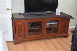 Flat Screen TV, Entertainment Console