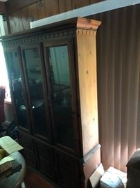4-pc Dining Room Suit Hutch, table w/ leaf, and service