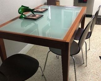 Dinner table that extends to sit 8 people.