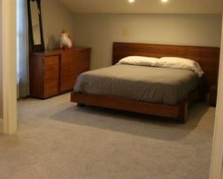 Great Quality Modern Queen Platform Bed, Highchest, Dresser & Nightstand.   Entire Bedroom set!
