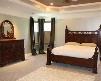 American Signature King Bedroom set   Bed and Dresser