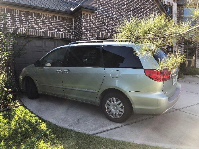 2006 Toyota Sienna Minivan $3000