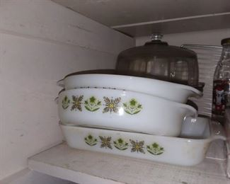 Pyrex cookware in many styles and designs