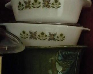 Pyrex glassware sets and individual pieces in assorted styles