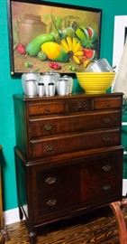 Fine Chest of Drawers