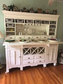 NICE wine/china cabinet sideboard