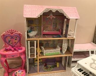 Dollhouse with Furnishings
