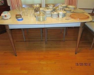 MID CENTURY MODERN DINING TABLE (2 LEAVES AND 6 CHAIRS)