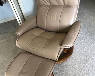 Stressless Chair / Ottoman $ 580.00