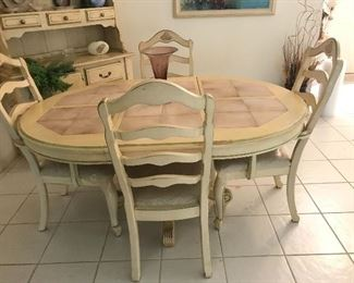 $199.00! BERNHARDT TABLE & 4 CHAIRS (1 LEAF)