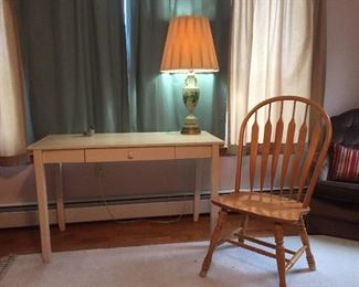 Vintage lamps and great tables/chairs