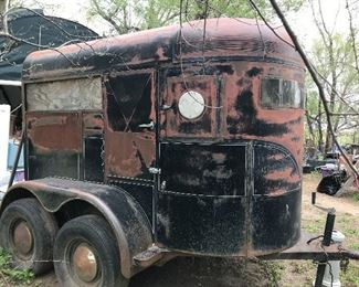 2 horse trailer, nice and solid, just needs a new paint job!