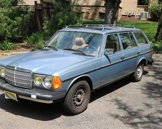 1985 Mercedes-Benz 300TD Turbo; 224K mi, moonroof+heated seats. Runs and drives.