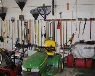 John Deere Hydrostatic riding mower / lawn tractor