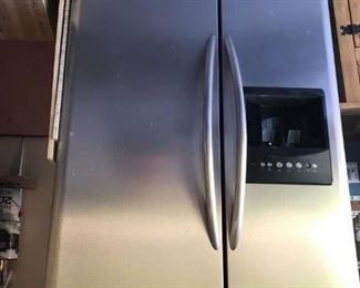 Very nice Electrolux Side by Side with water and ice in door