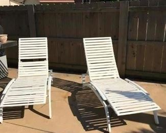 4 pool lounger chairs