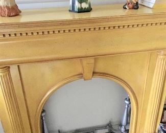 Gorgeous wood vintage mantle in excellent condition.