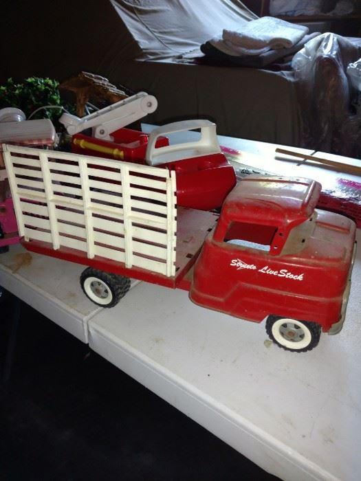 Vintage Structo live stock truck