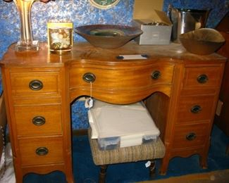 GOOD VINTAGE DESK   BUY IT NOW